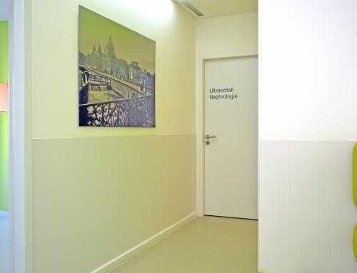 Anstoß – Wandschutz für Wartezimmer und Praxisflure